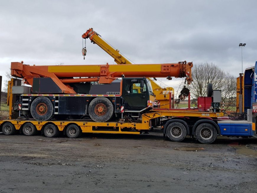 Side view of Liebherr LTM1040 loaded