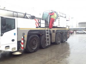 Side view of the Demag AC100-4