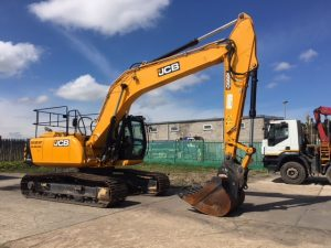 Wide view of the JCB JS220