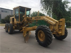 Side view of the Caterpillar 140G